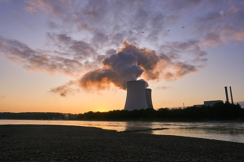 pros and cons of nuclear energy